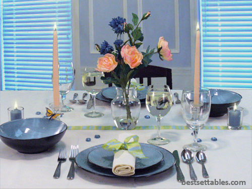 Cornflower and Roses Table Decor